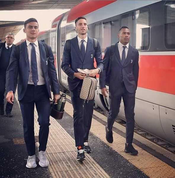 Alex Sandro, Bentancur e Dybala alla stazione di Torino